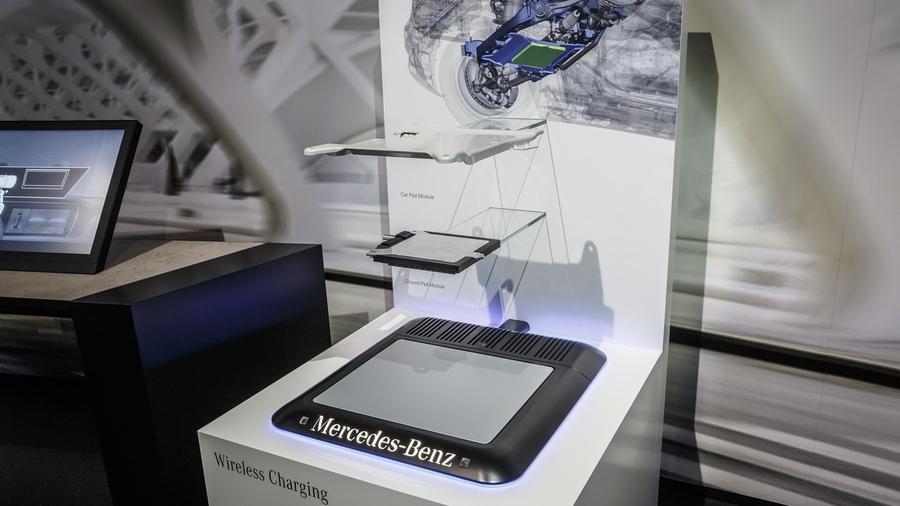 Индукционная зарядная система Mercedes-Benz