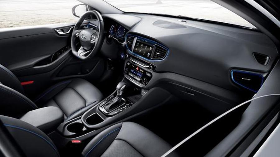 Интерьер Hyundai IONIQ Hybrid