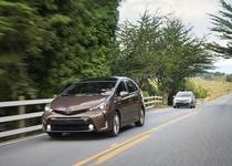 Toyota Prius V получила обновленный внешний вид