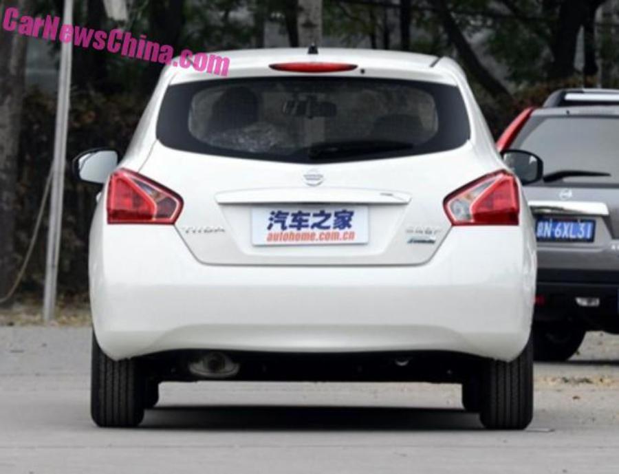 Дорестайлинговый Nissan Tiida для Китая