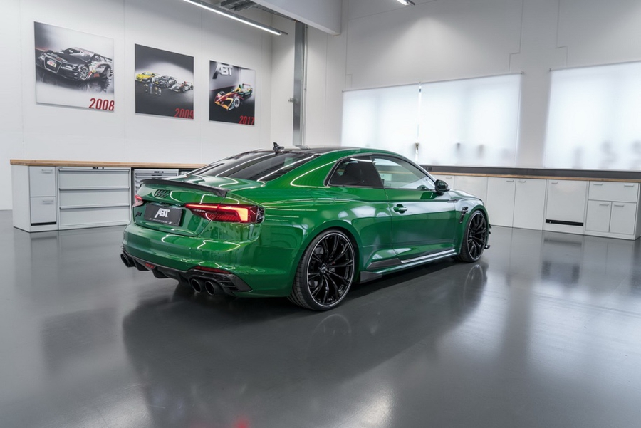 Audi RS5-R