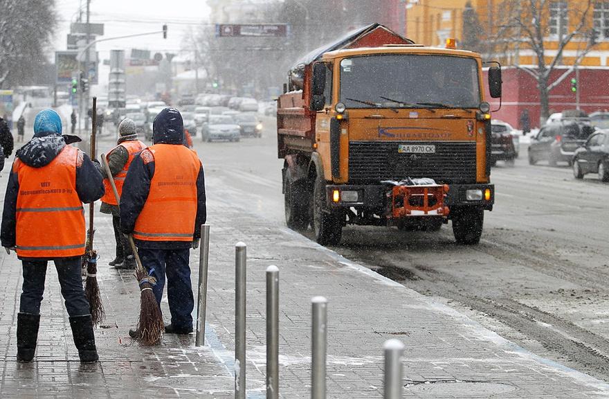 Киевавтодор ремонтирует дороги Киева