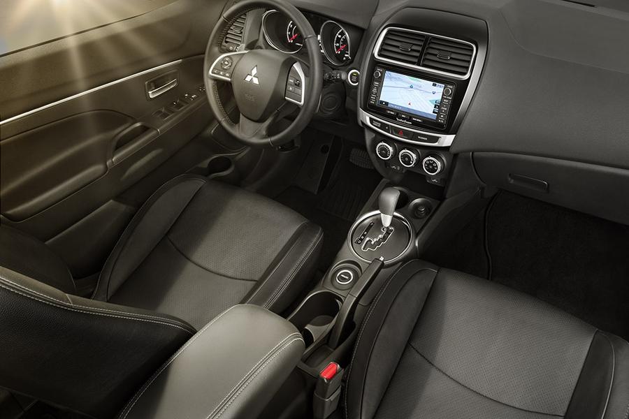 Дорестайлинговый Mitsubishi Outlander Sport