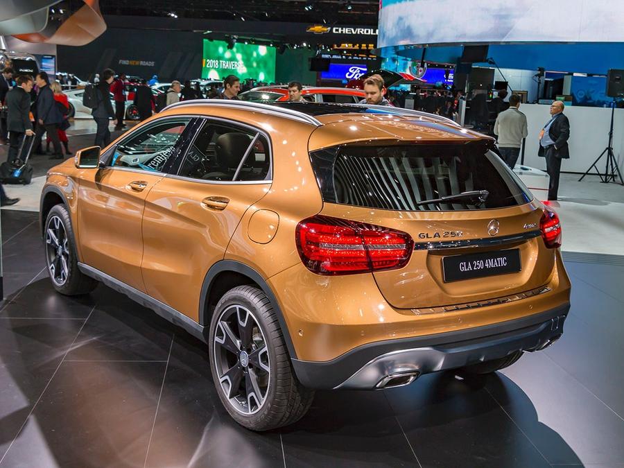Benz назвал цены рестайлинговой версии кроссовера GLA