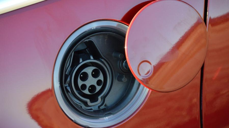 Разъём для подключения зарядного устройства в Ford