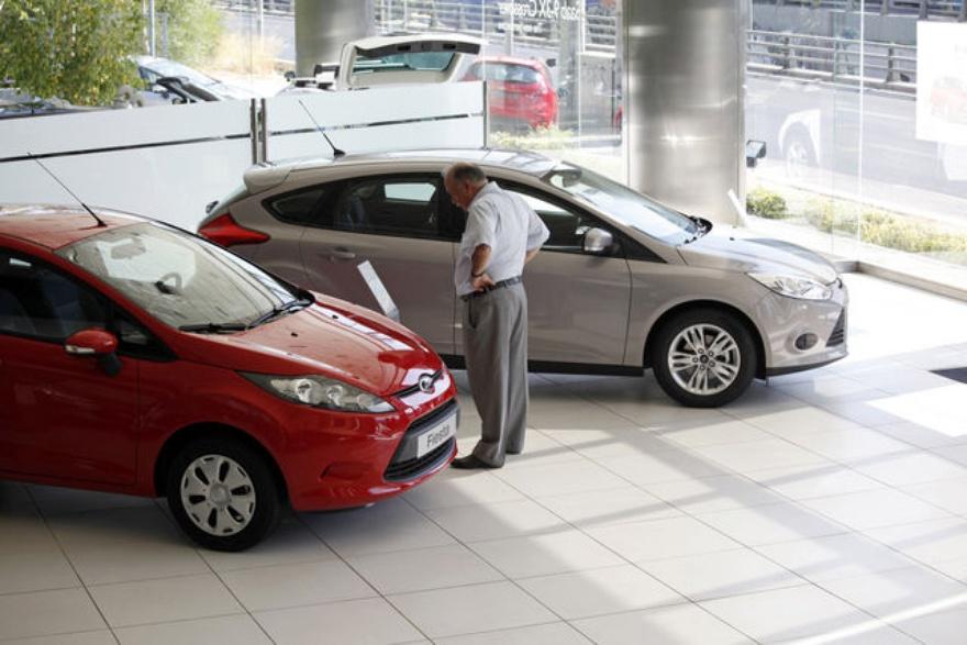 Продажи новых авто в Рязани сократились почти вдвое
