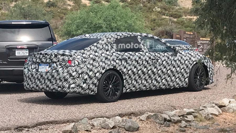Шпионские фото Lexus ES 2019