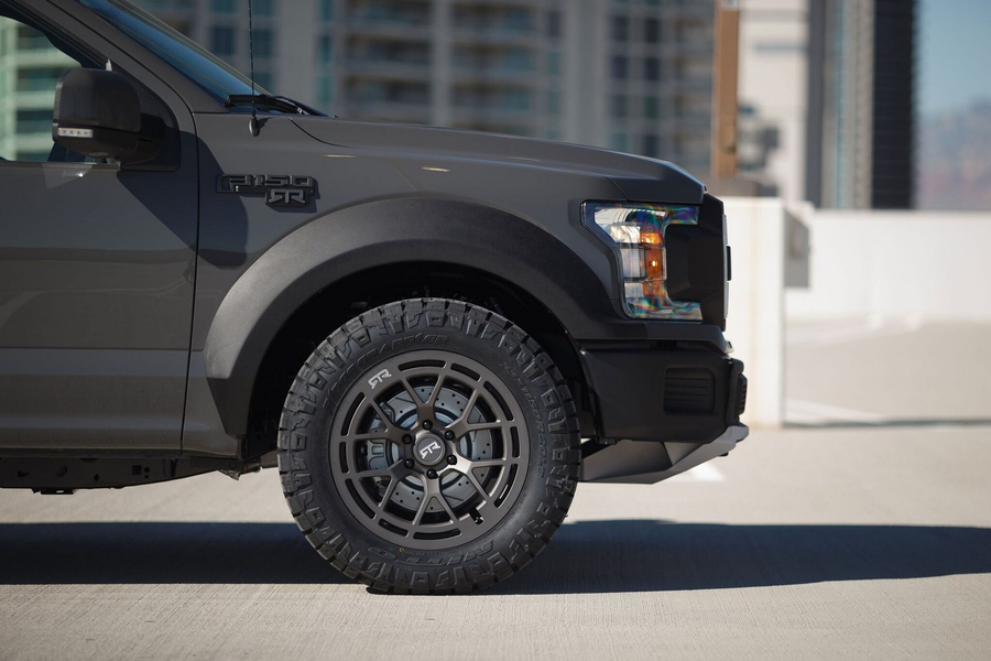 RTR Vehicles превратил Форд F-150 в600-сильного пожирателя дорог