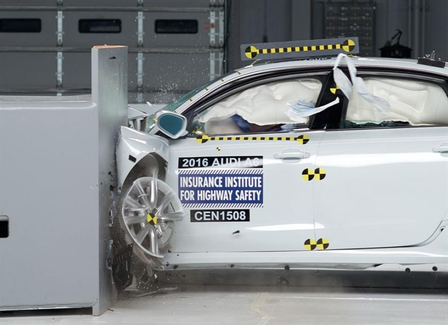 Audi A6 справилась с ударом о малое перекрытие