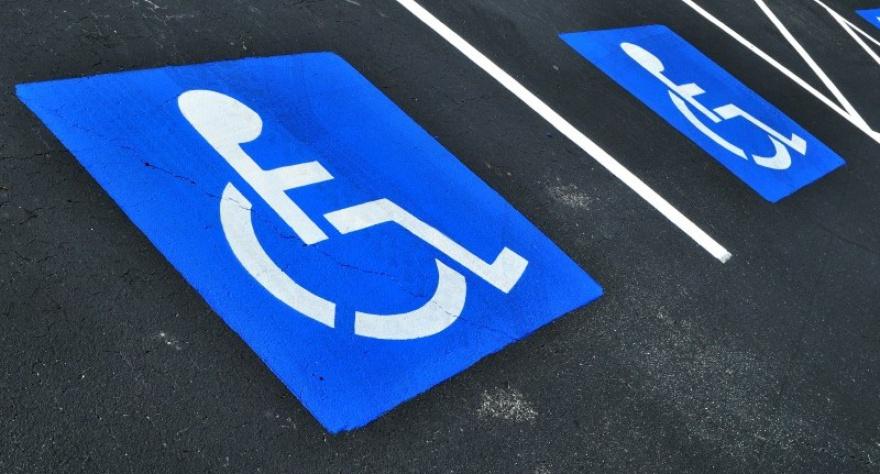 Верховная Рада увеличила штрафы за парковку на местах для инвалидов