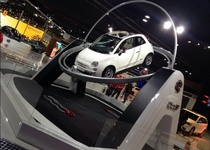 Fiat 500C уничтожил выставочный стенд на автошоу в Сан-Паулу