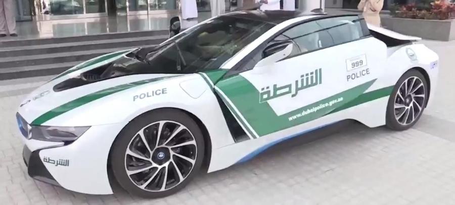 Автопарк полиции Дубаи дополнил спорткар BMW i8