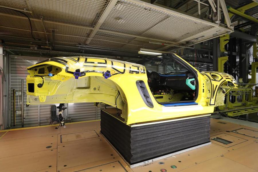 Наблюдать за сборкой автомобилей Porsche теперь можно онлайн