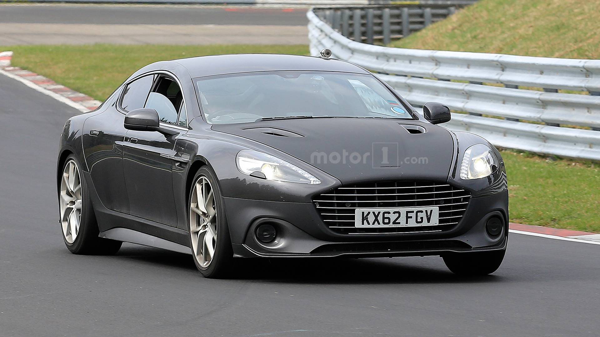 Aston Martin Rapide AMR тестируют на Нюрбургринге