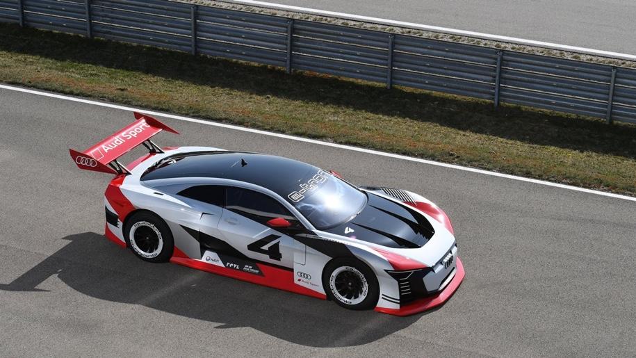 Audi рассекретила электрический прототип спорткара E-tron Vision Gran Turismo
