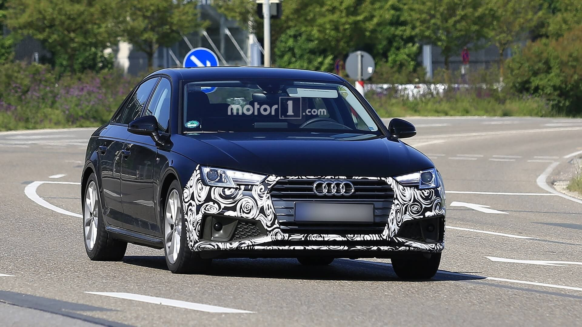 В семействе Audi A4 появятся гибридные модификации