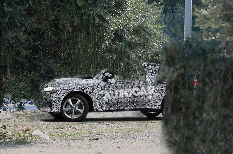 Кроссовер Audi Q4 впервые заметили на тестах