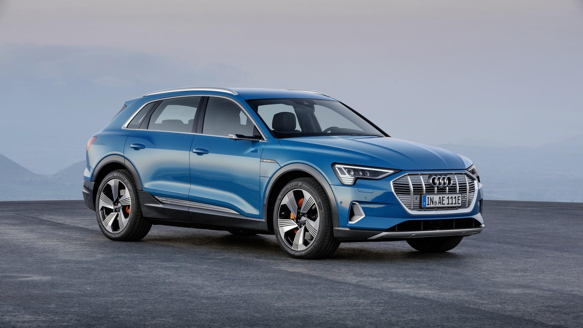 Электрический кроссовер Audi e-tron представлен официально