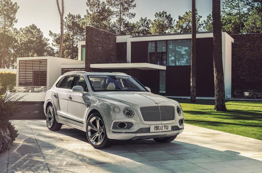Bentley привезет в Женеву гибридную версию Bentayga