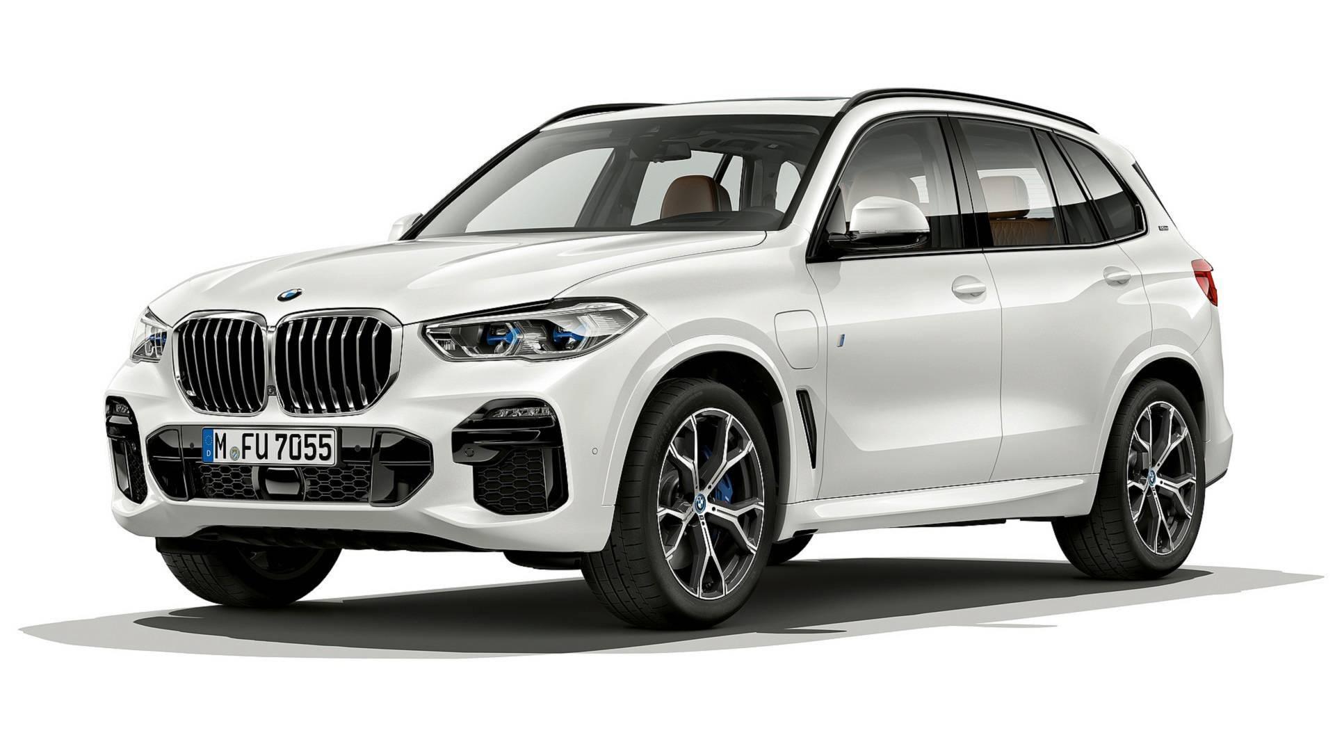 Гибридный BMW X5 стал экономичнее