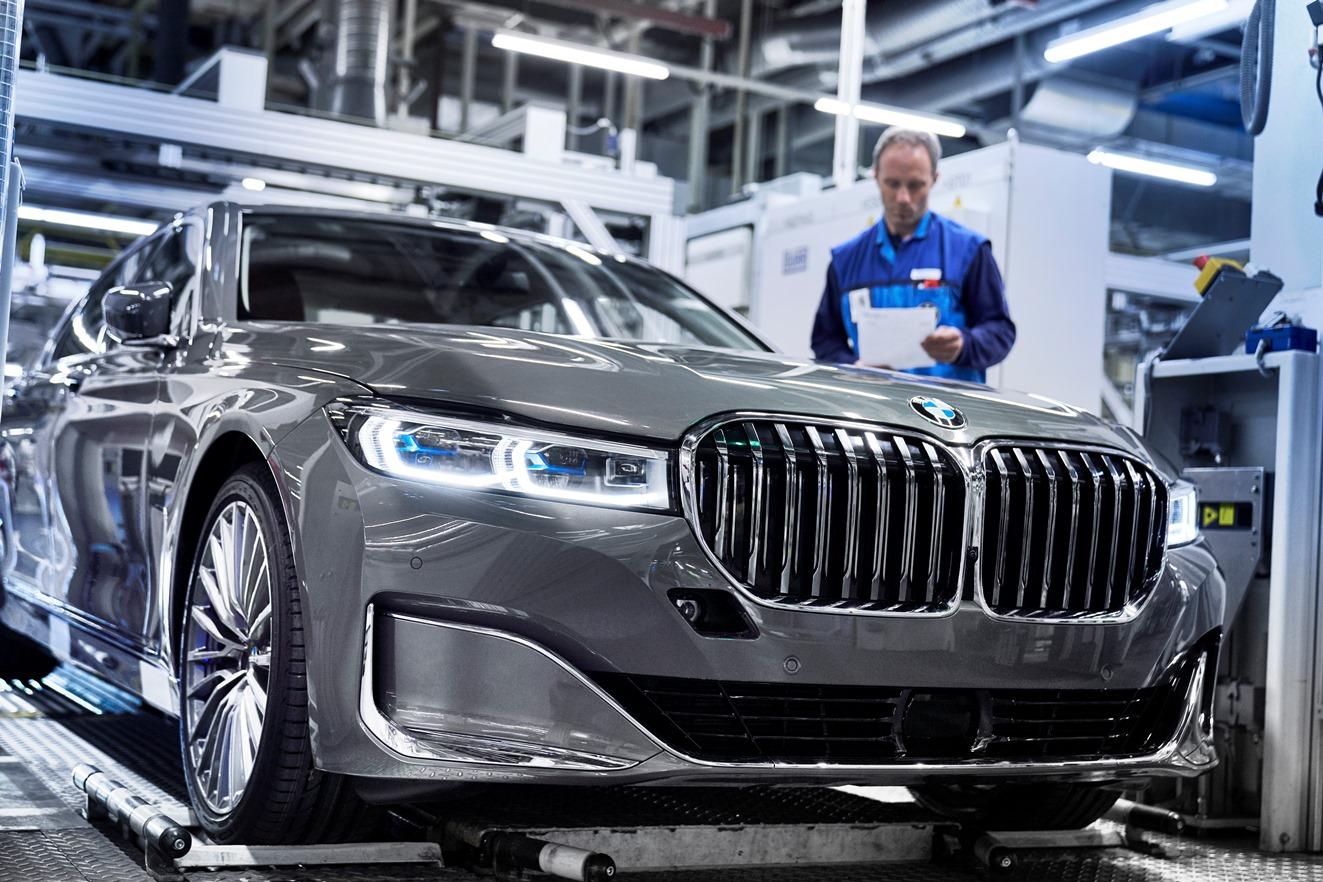 Рестайлинговый BMW 7 серии встал на конвейер