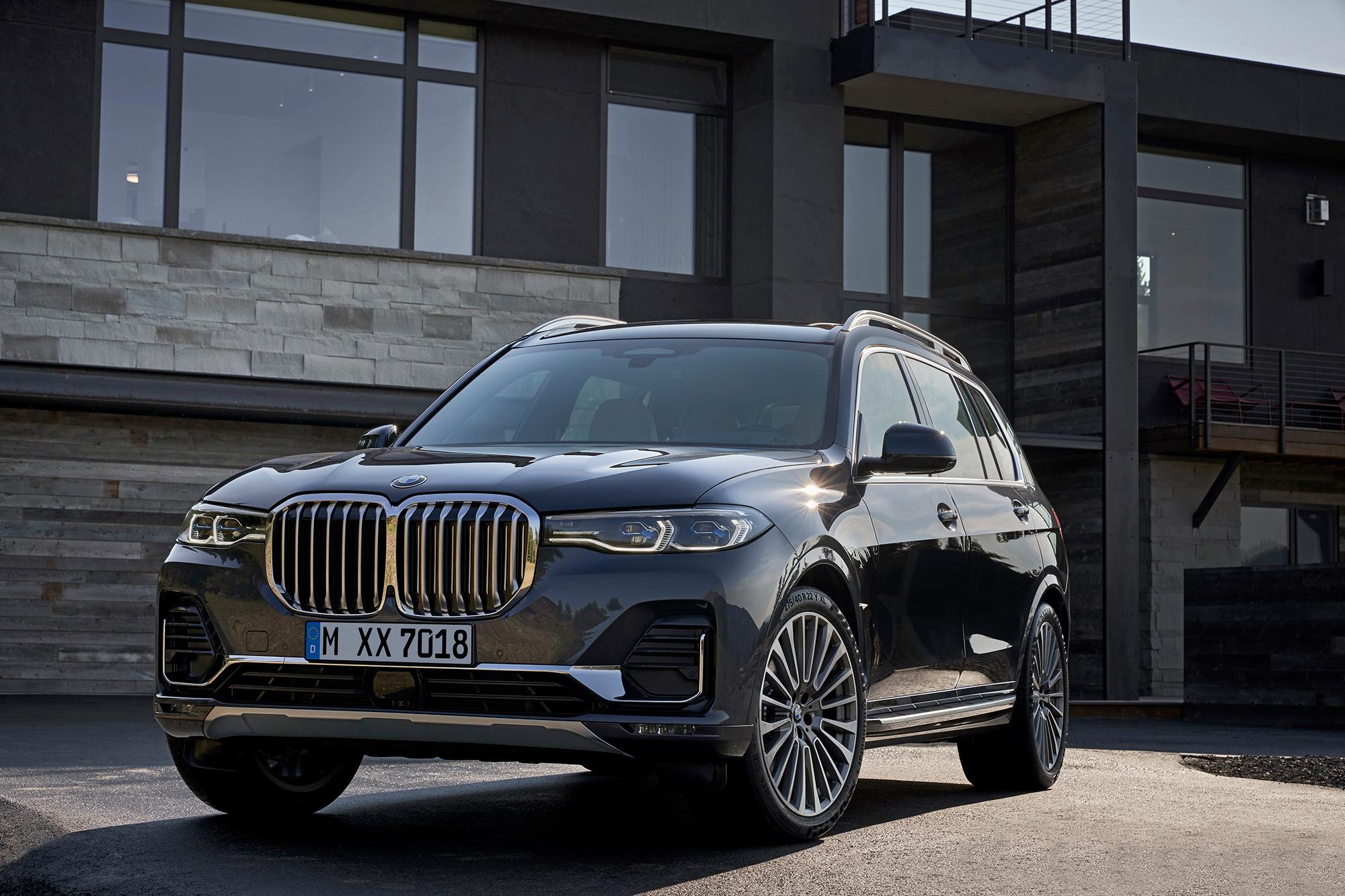 BMW представила большой кроссовер X7