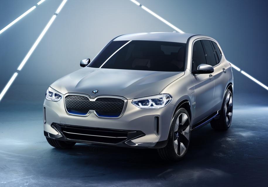 Первый электрокроссовер BMW представили в Пекине