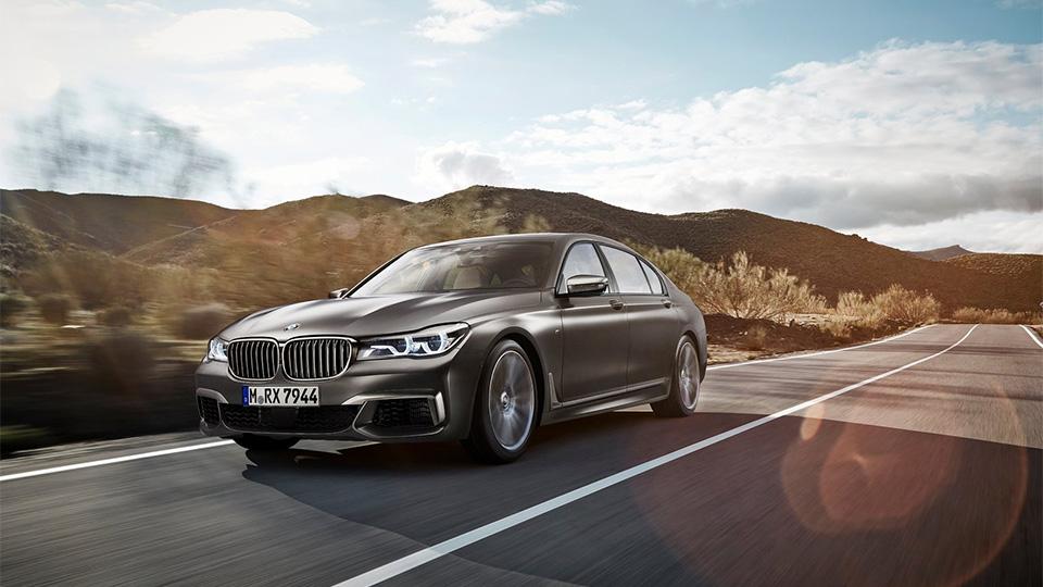 Топовая BMW 7-Series впервые совместила V12 и полный привод