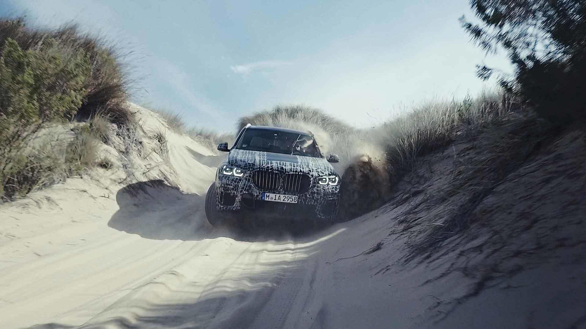 Новый кроссовер BMW X5 показали во время испытаний