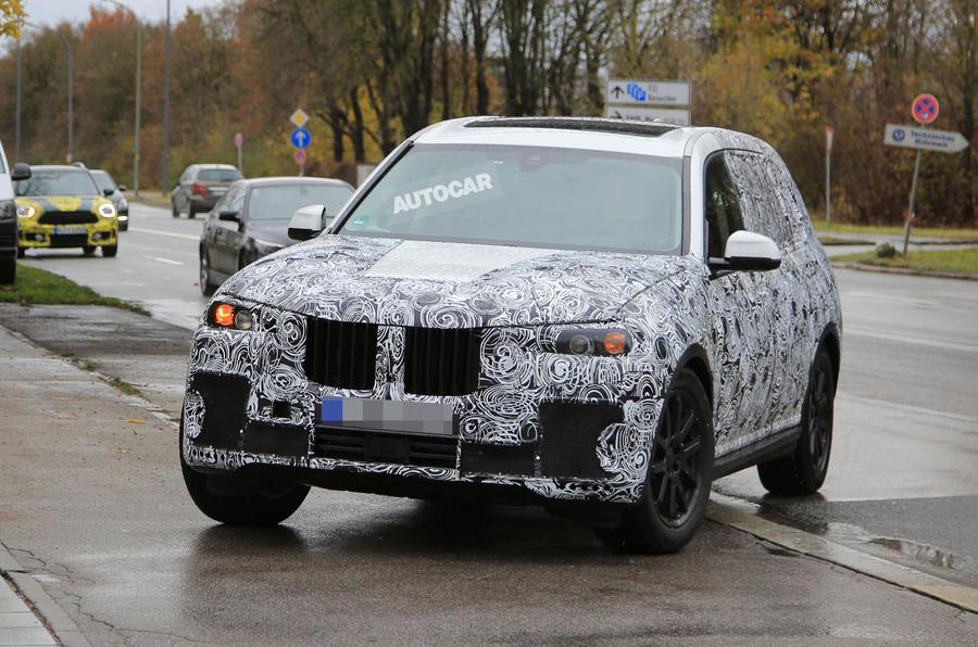 Кроссовер BMW X7 замечен в «своем» кузове