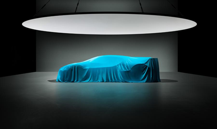 Bugatti показала силуэт нового гиперкара