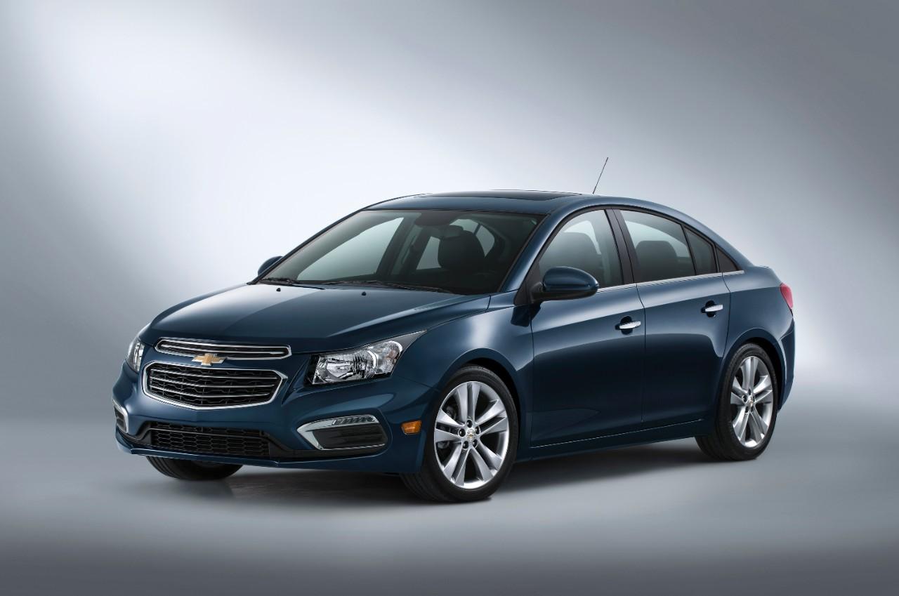Год начался с роста продаж новых автомобилей