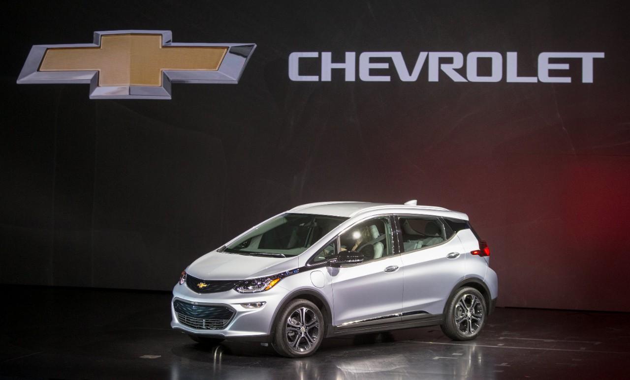 Chevrolet представила электромобиль Bolt с запасом хода 320 км (видео)
