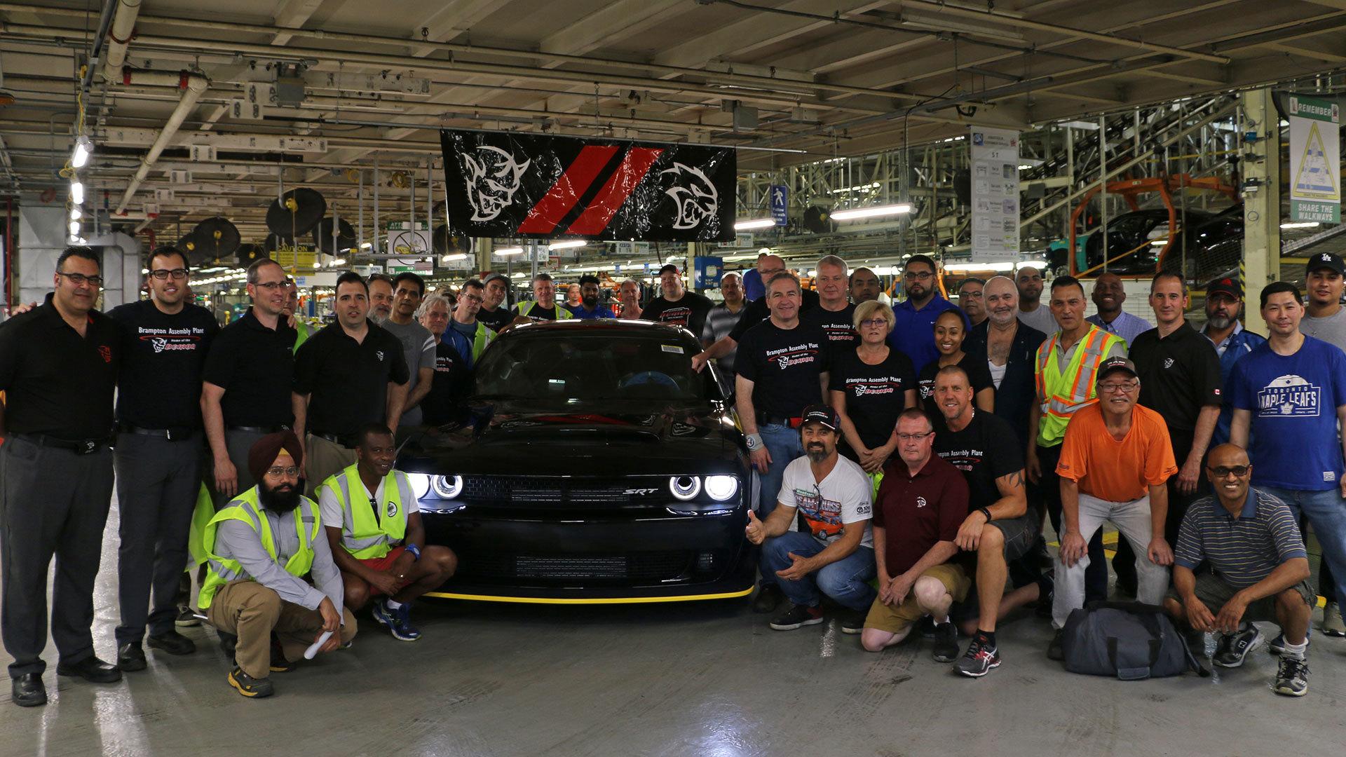 Последний Dodge Challenger SRT Demon продадут на аукционе
