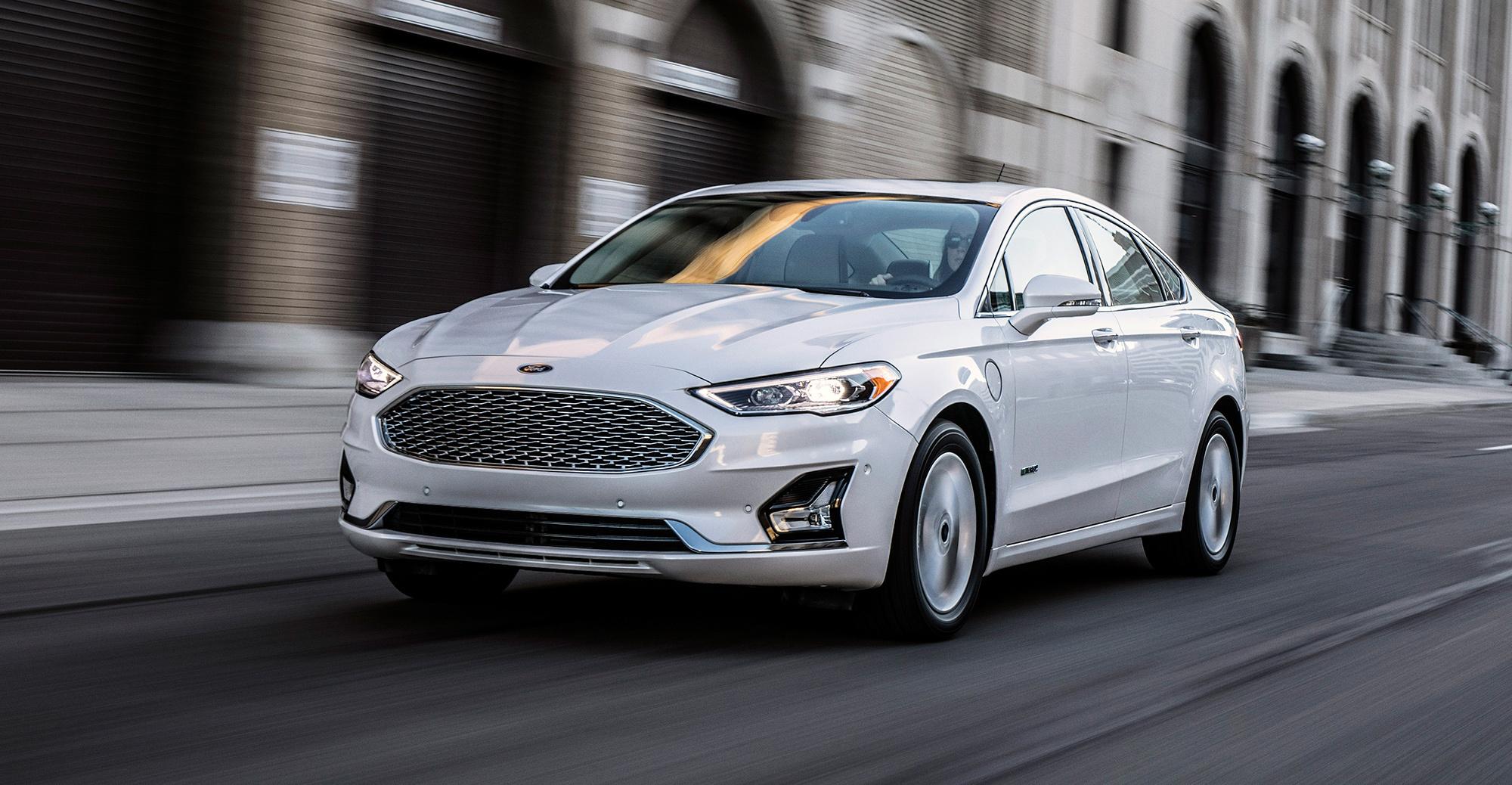 Улучшенный седан Форд Fusion 2019 получил ряд полезных опций