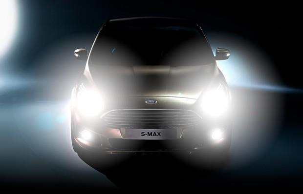 Новые фары Ford не ослепляют дальним светом (видео)