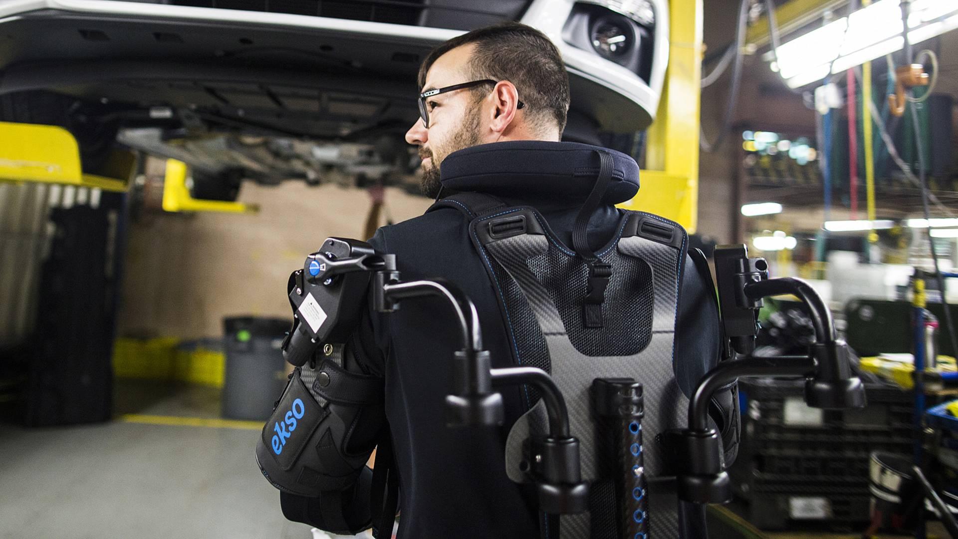 Ford начнет массово использовать экзоскелеты на своих заводах