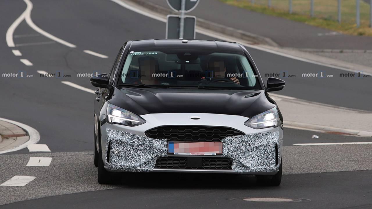 Внешность Ford Focus ST рассекретили до премьеры