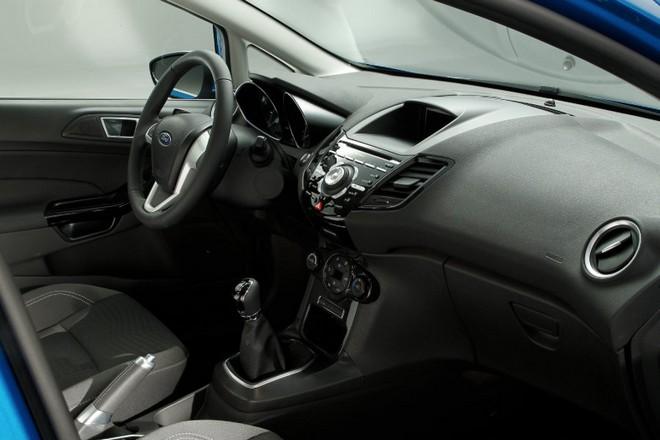 Ford Fiesta — интерьер, фото 2