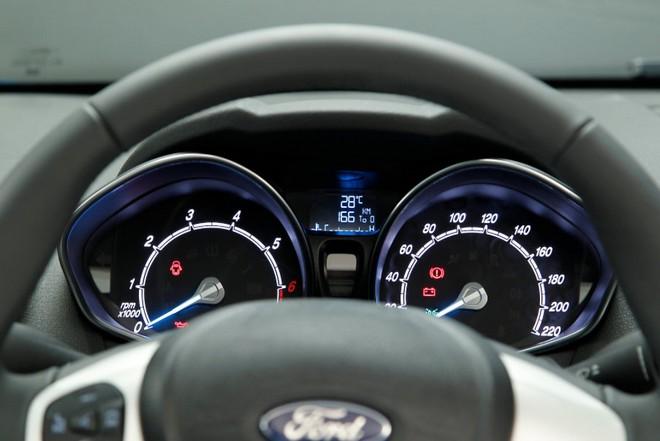 Ford Fiesta — интерьер, фото 3