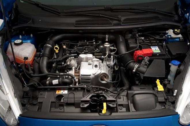 Ford Fiesta — моторный отсек