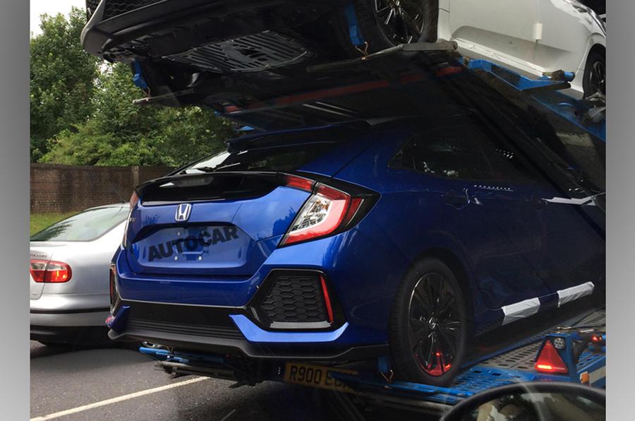 Серийный хэтчбек Honda Civic рассекречен при транспортировке
