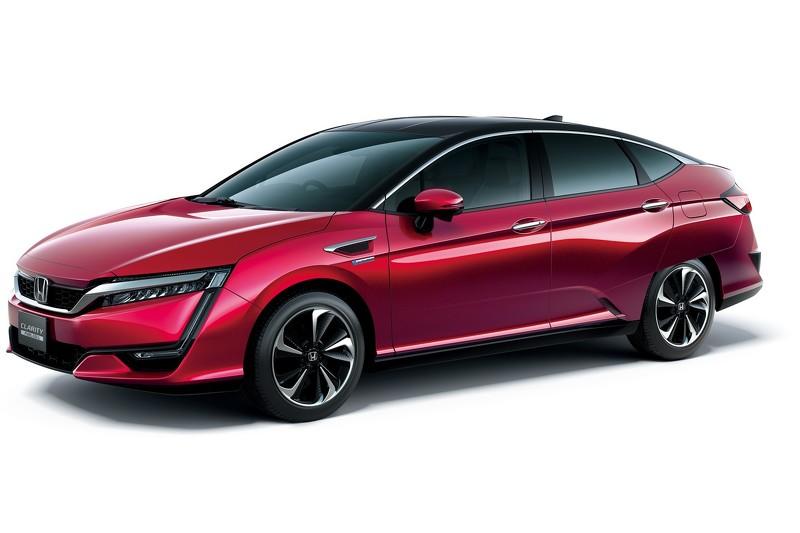 Honda начала продажи пятиместного водородомобиля Clarity Fuel Cell