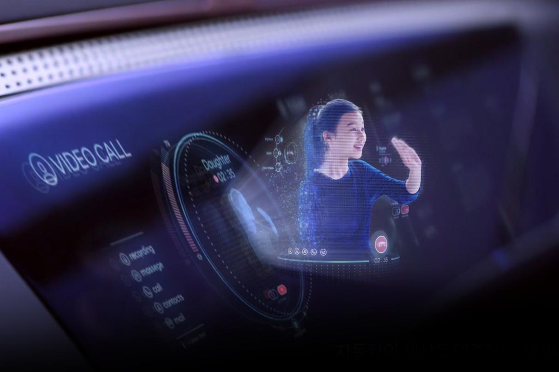 Hyundai внедрит в новые автомобили голографические изображения