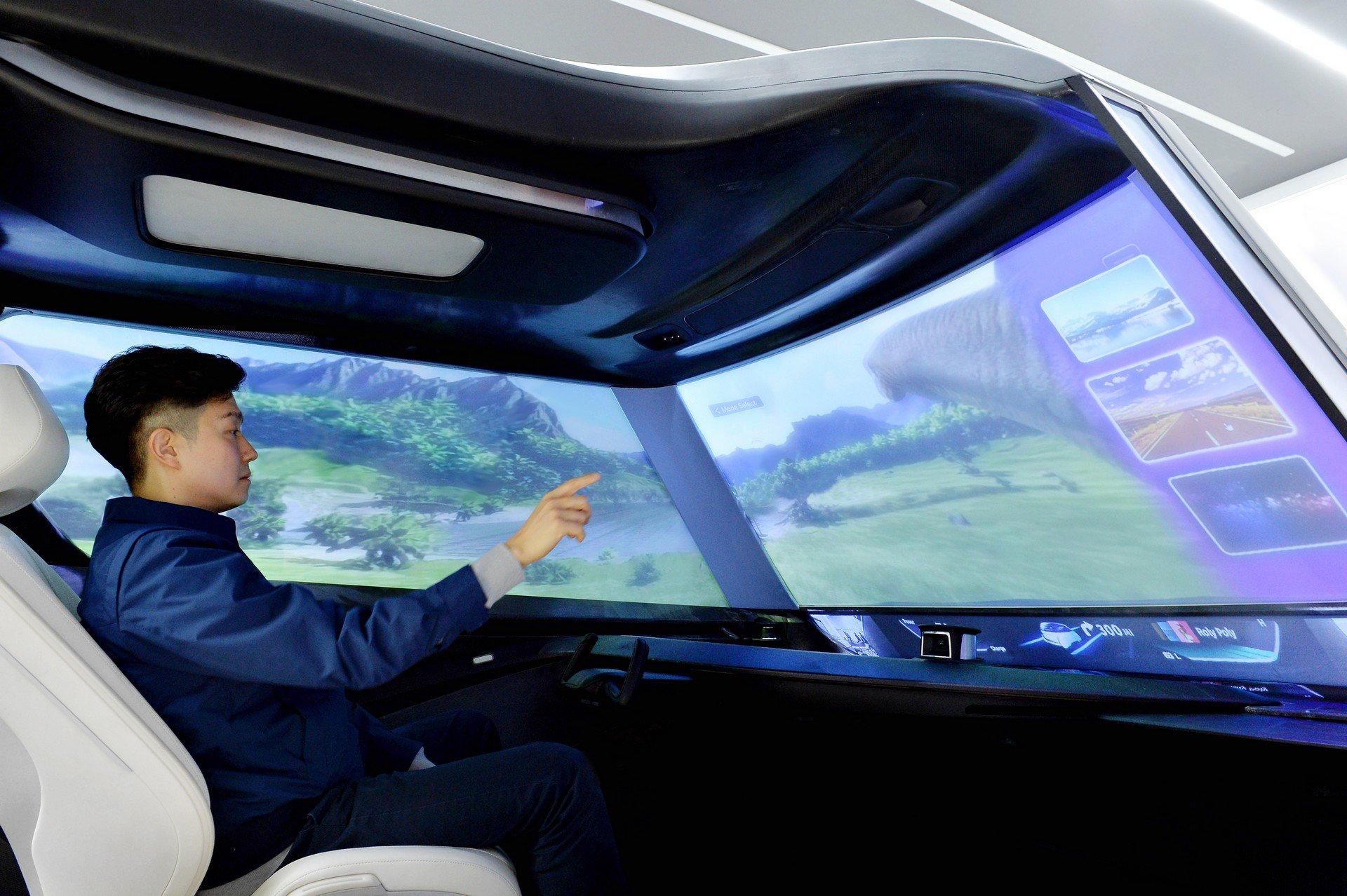 Hyundai превратила лобовое стекло в огромный дисплей