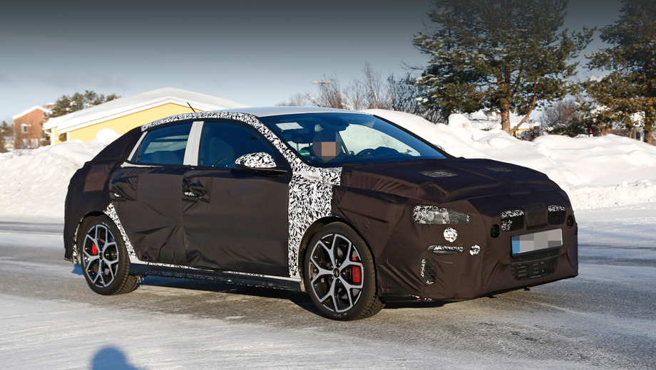 Заряженный Hyundai i30 Fastback впервые замечен на тестах