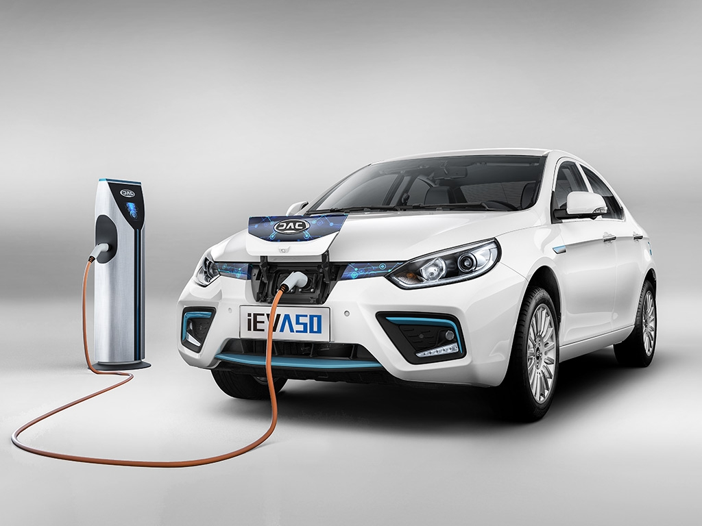 JAC iEV A50: электрический седан с запасом хода в 500 км