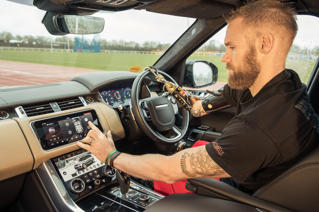 Jaguar Land Rover разработала систему автоматического открытия дверей