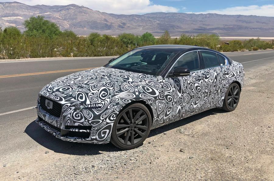 Обновленный Jaguar XE заметили во время тестов
