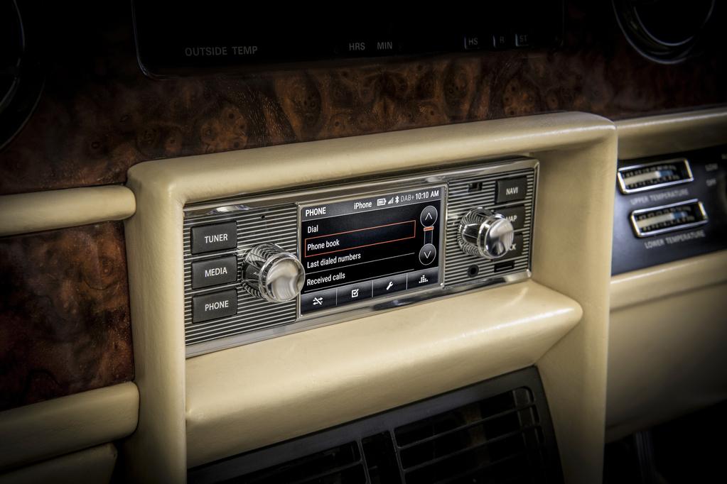 Классические модели Jaguar и Land Rover получили современную мультимедийку